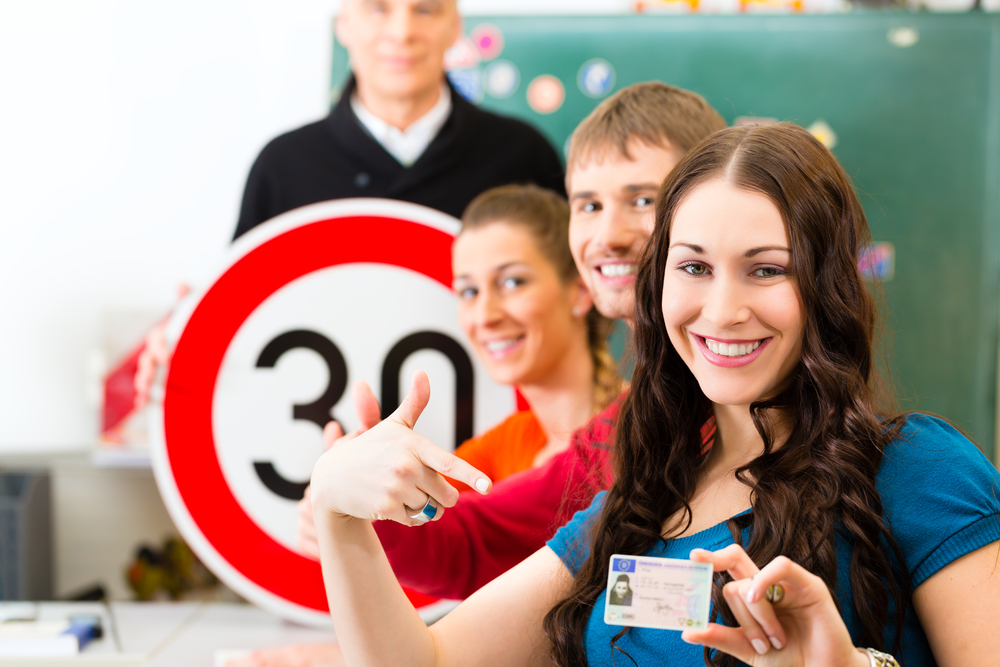 what to look for in a good driving school